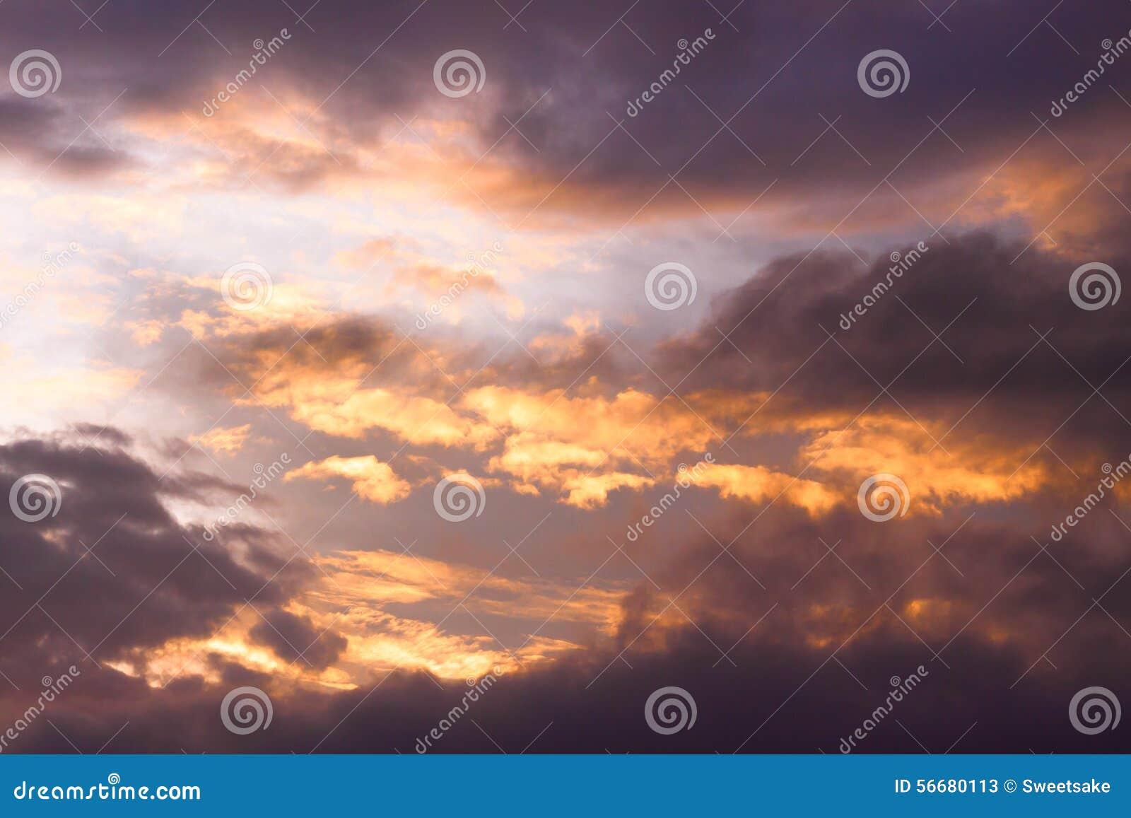 Ciel abstrait puissant