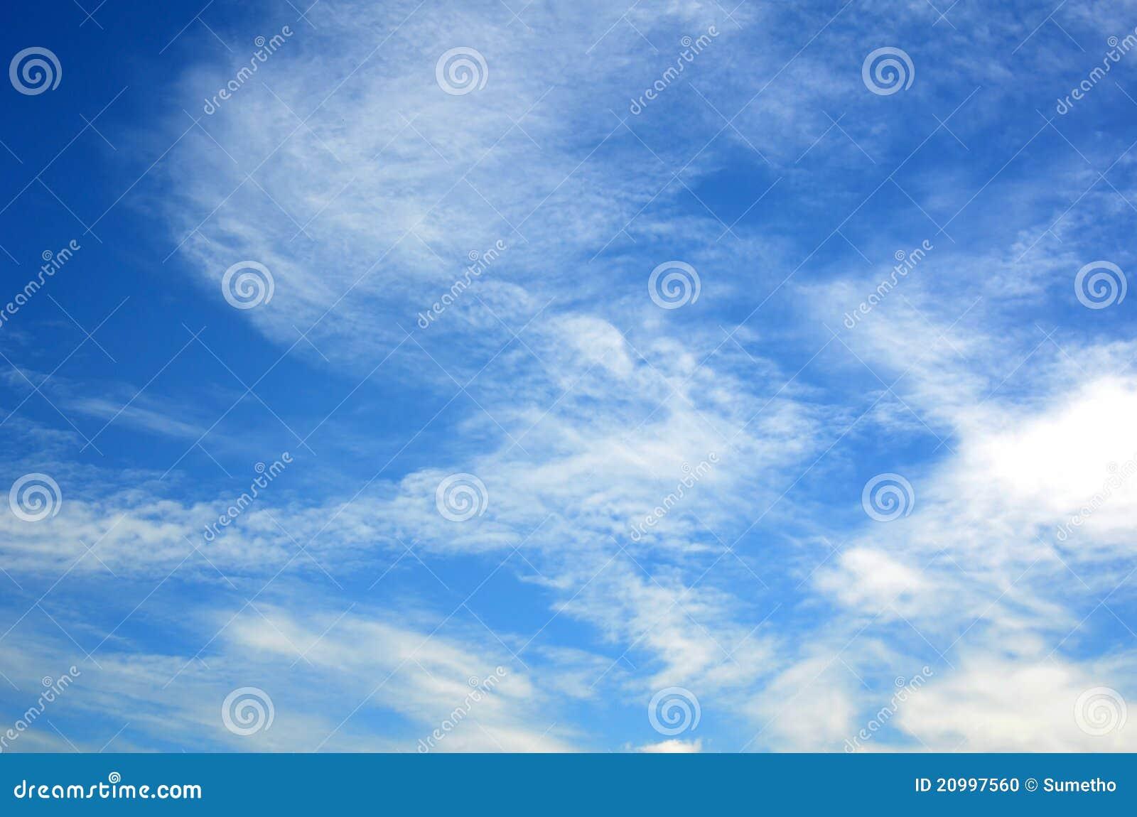 Ciel avec des nuages
