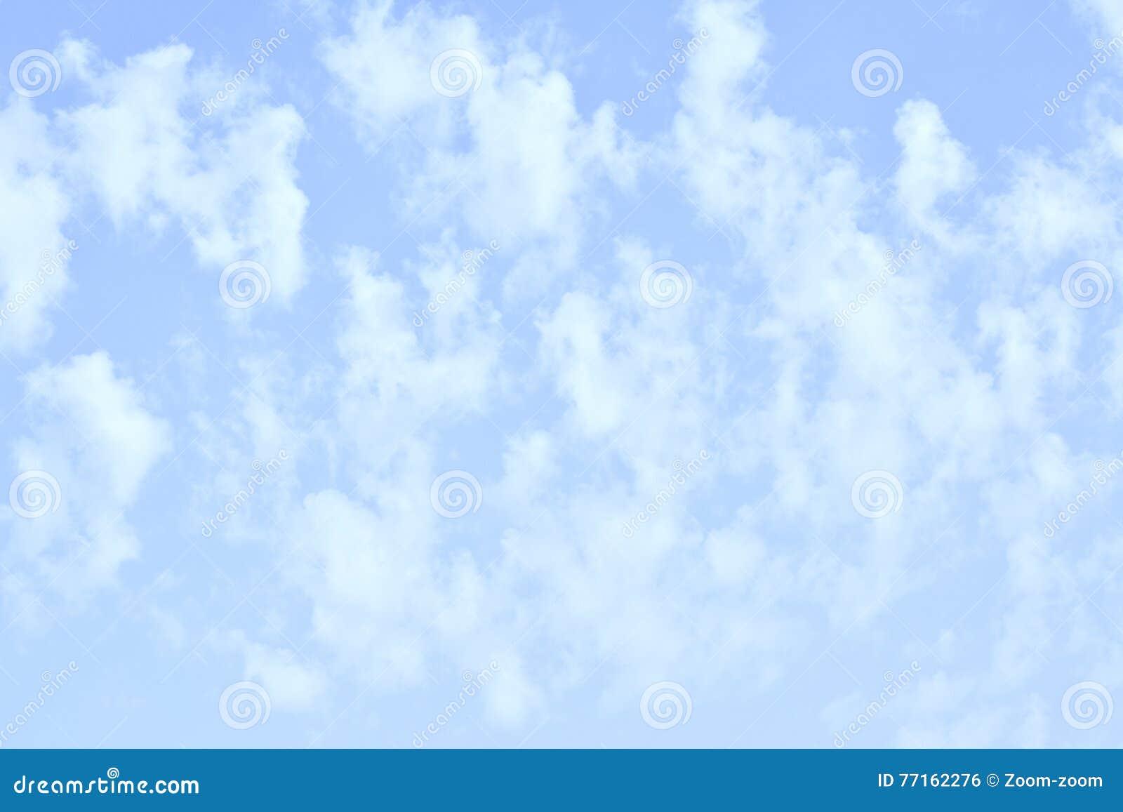 Ciel avec les nuages verticaux
