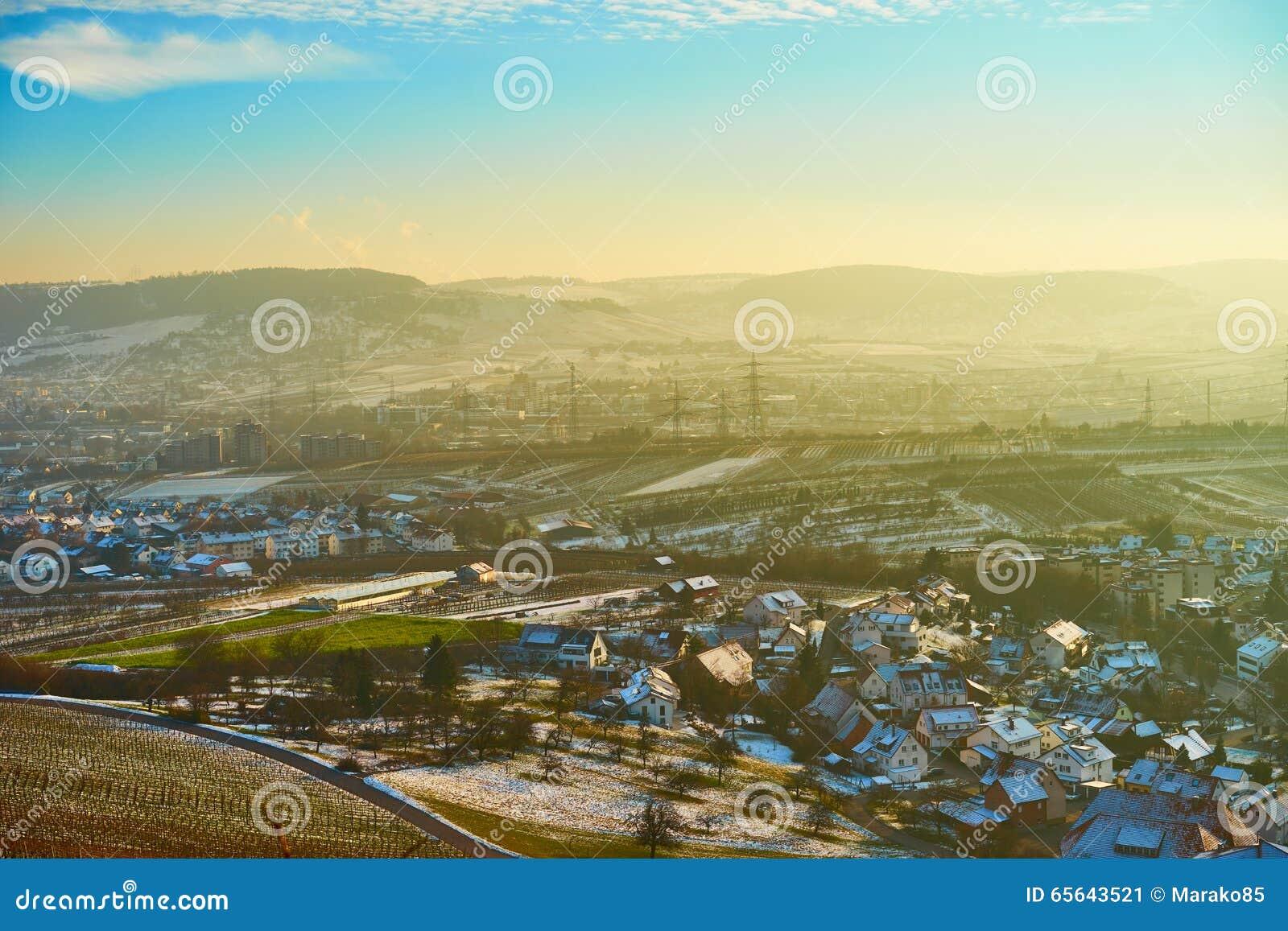 Ciel bleu avec briller jaune dans Remstal Allemagne