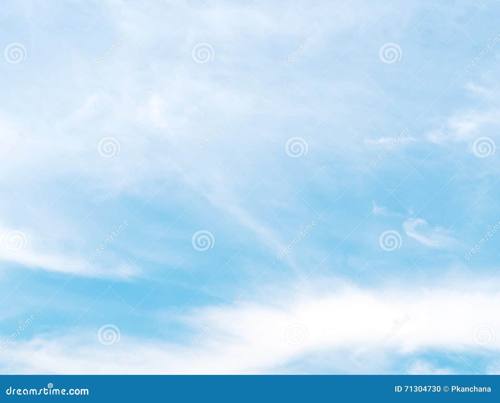Ciel bleu clair photo stock image 71304730 - Image ciel bleu clair ...