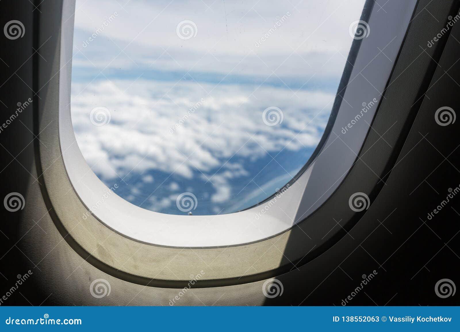 Ciel Bleu Et Nuage Avec Regarder Une Fenêtre De Hublot Davions
