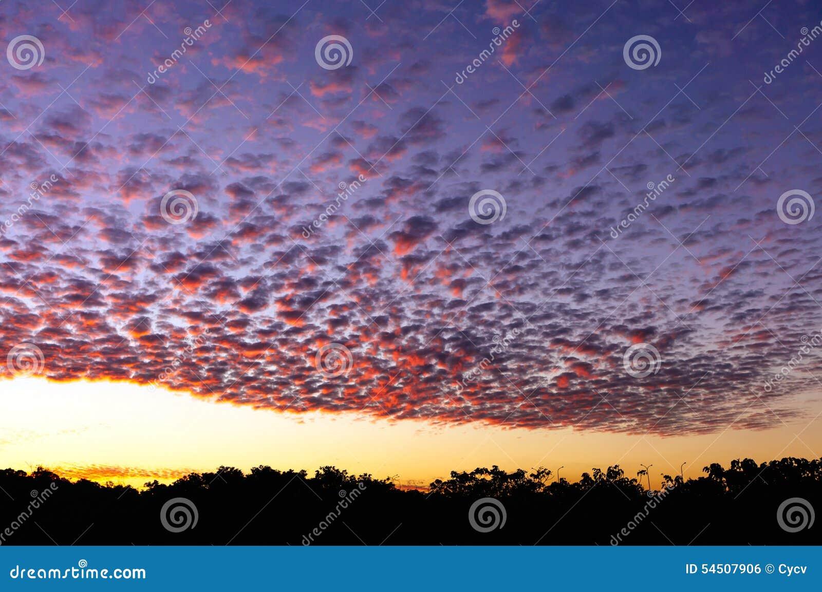 Ciel crépusculaire coloré
