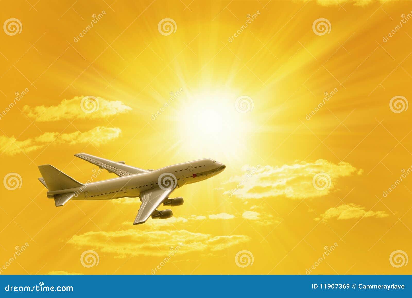 Ciel de déplacement de coucher du soleil d avion de vol