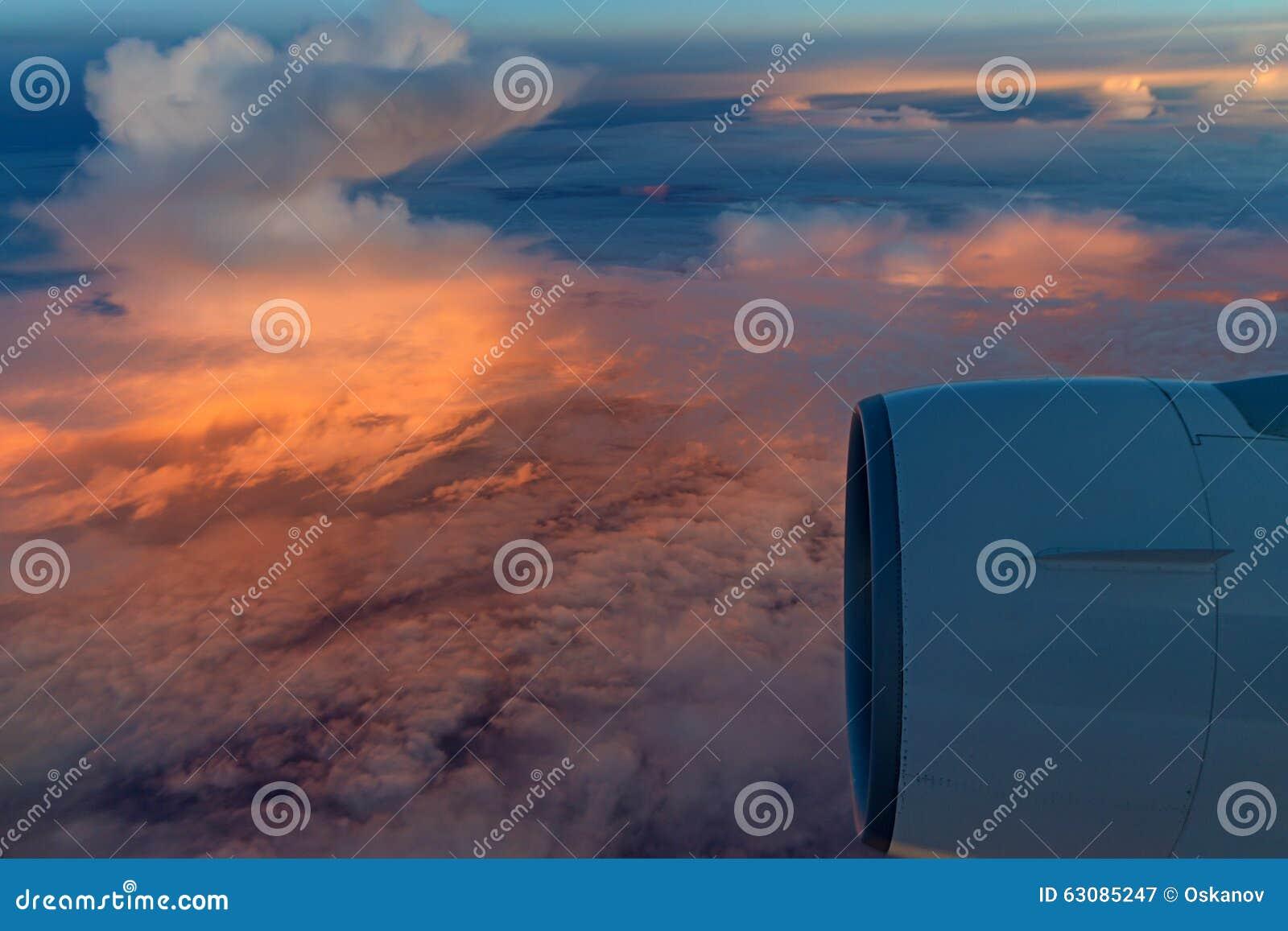 Download Ciel De Lever De Soleil Vu De L'avion Image stock - Image du imagination, infini: 63085247