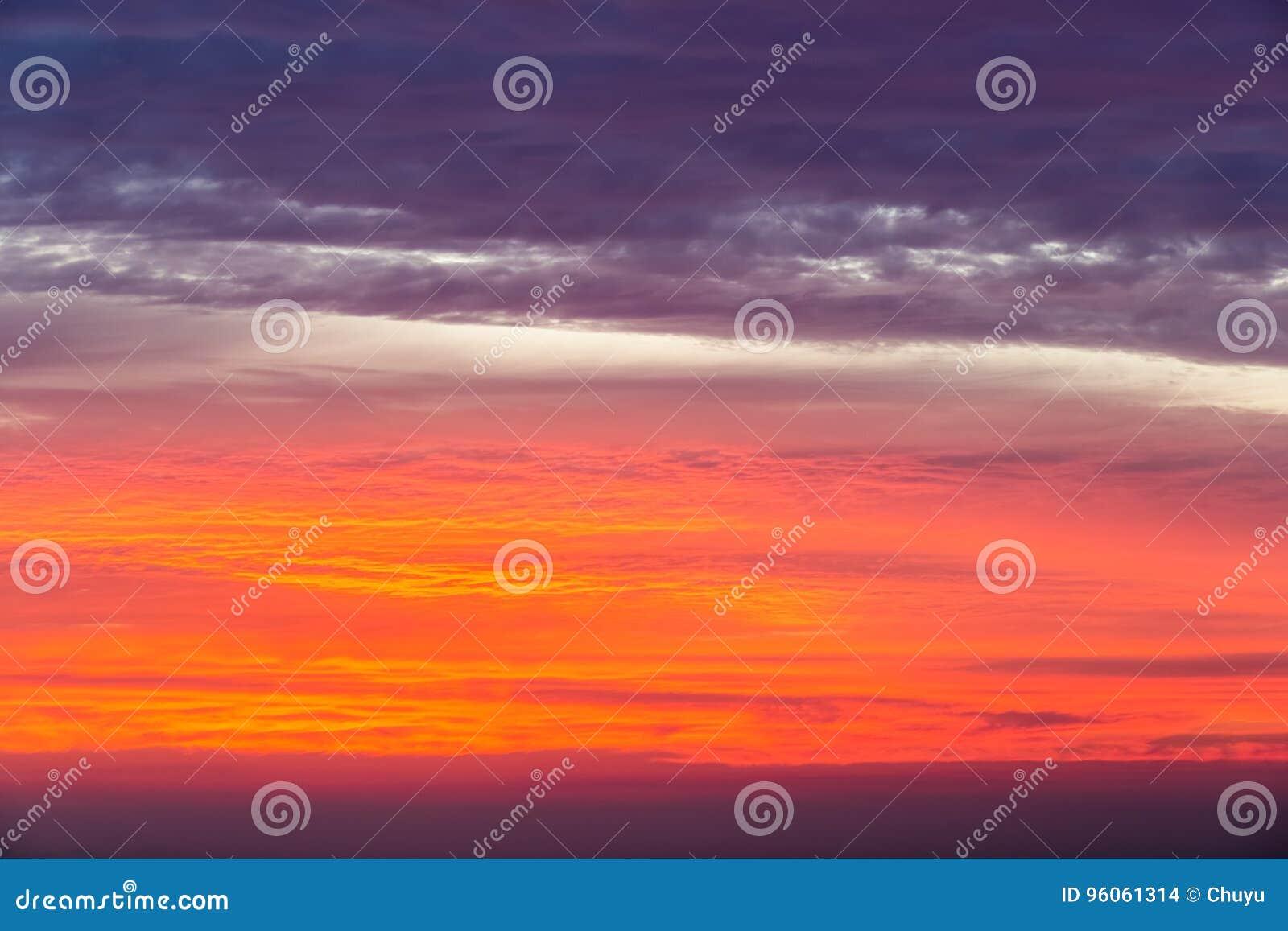 Ciel de lueur de coucher du soleil