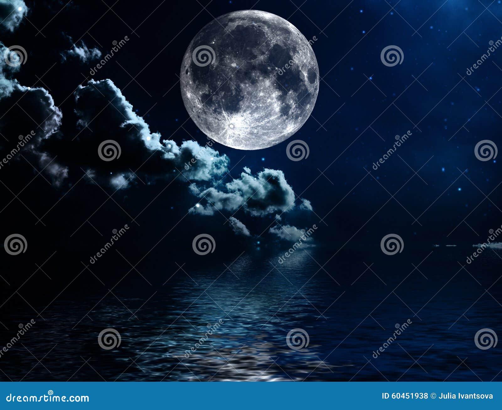 ciel nocturne avec les toiles et le fond de pleine lune photo stock image du nuages detail. Black Bedroom Furniture Sets. Home Design Ideas