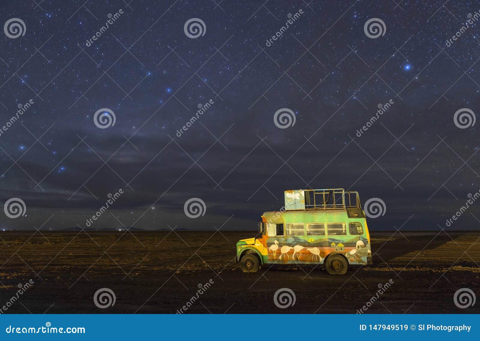 Ciel nocturne plat de sel d Uyuni, Bolivie