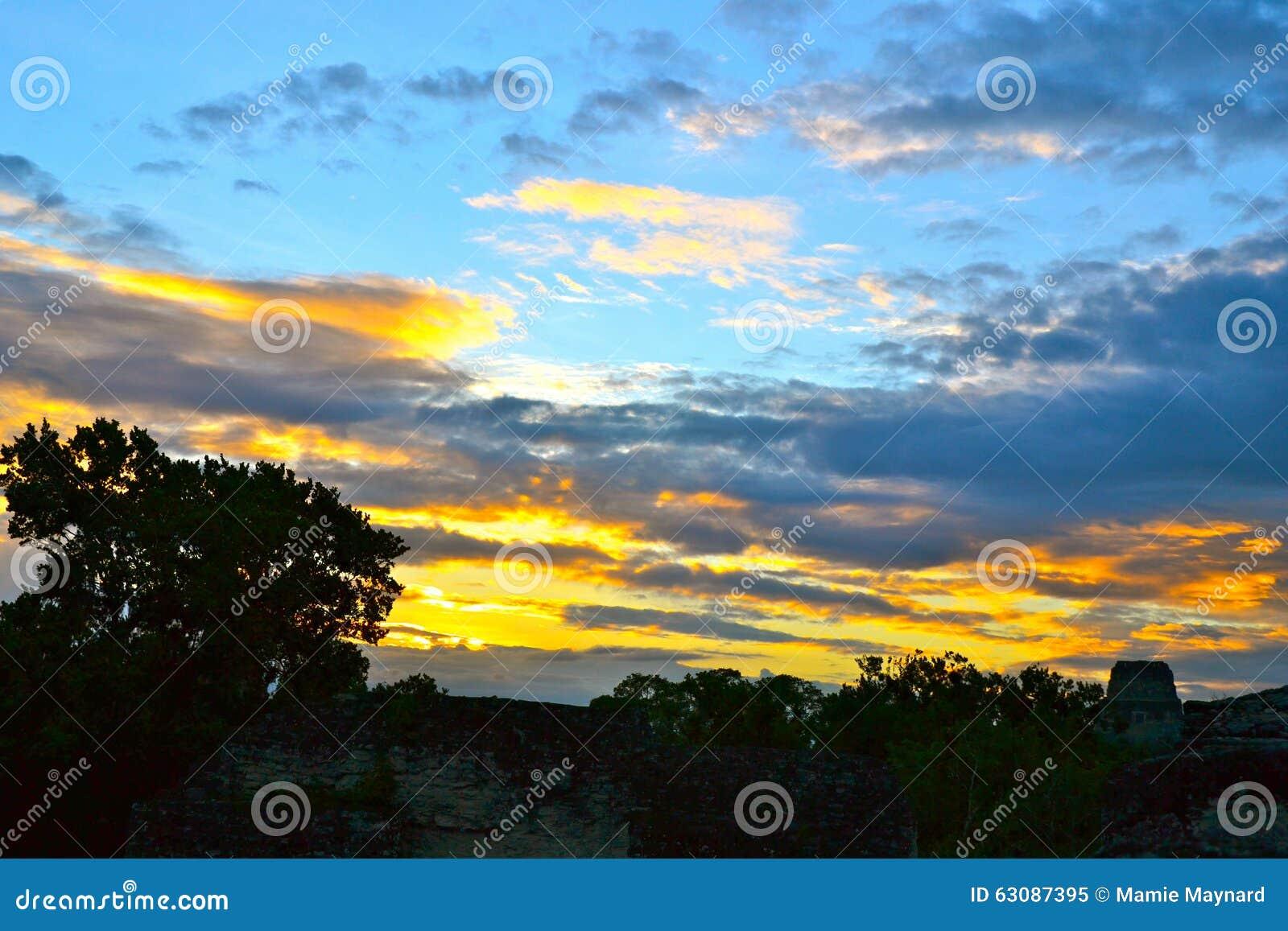 Download Ciel peint image stock. Image du vieux, tropical, majestueux - 63087395