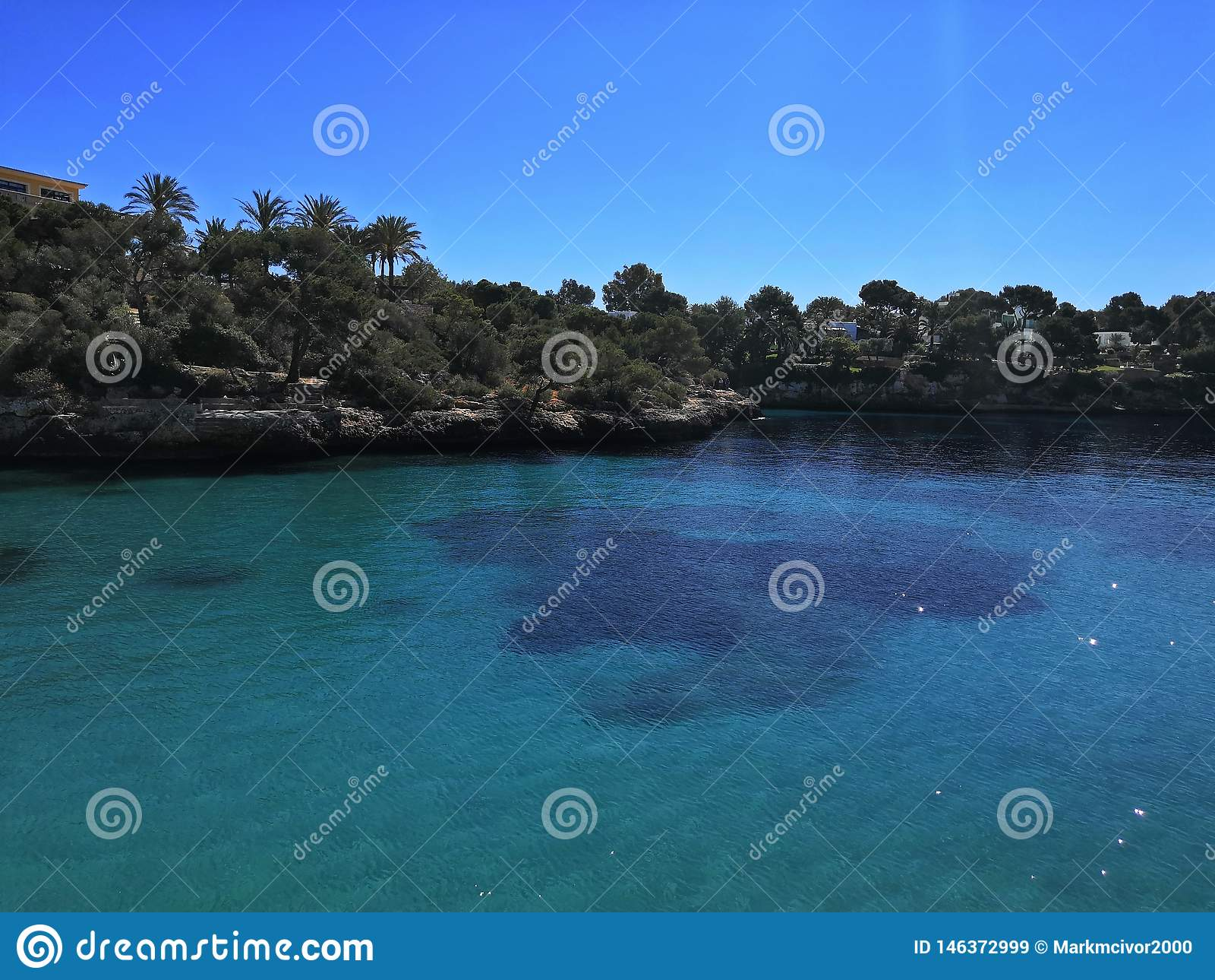 Cieli blu blu del mare di Seaview Cala Ferrera