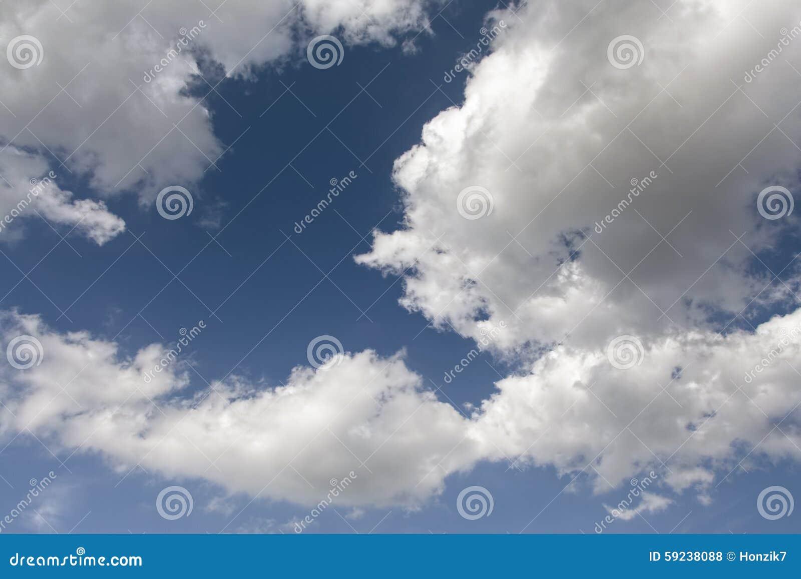 Download Cielo azul con las nubes foto de archivo. Imagen de clima - 59238088