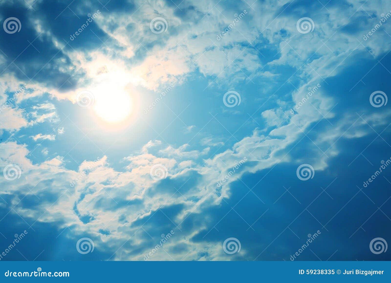 Download Cielo azul con las nubes imagen de archivo. Imagen de idílico - 59238335