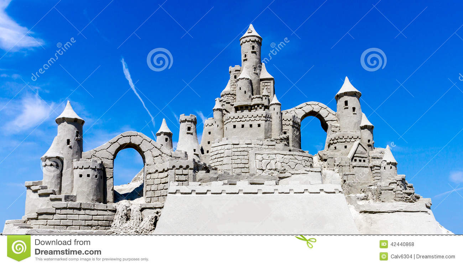 Cielo azul del castillo de arena