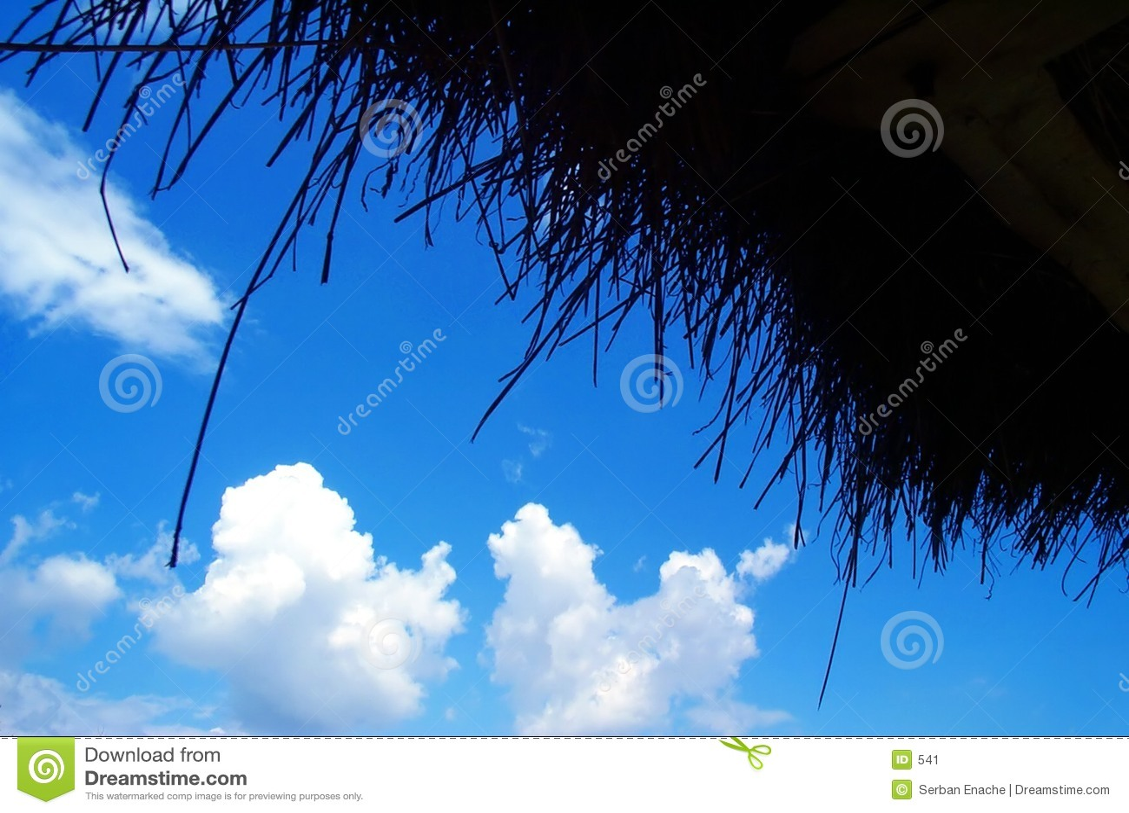 Cielo azul hecho de paja