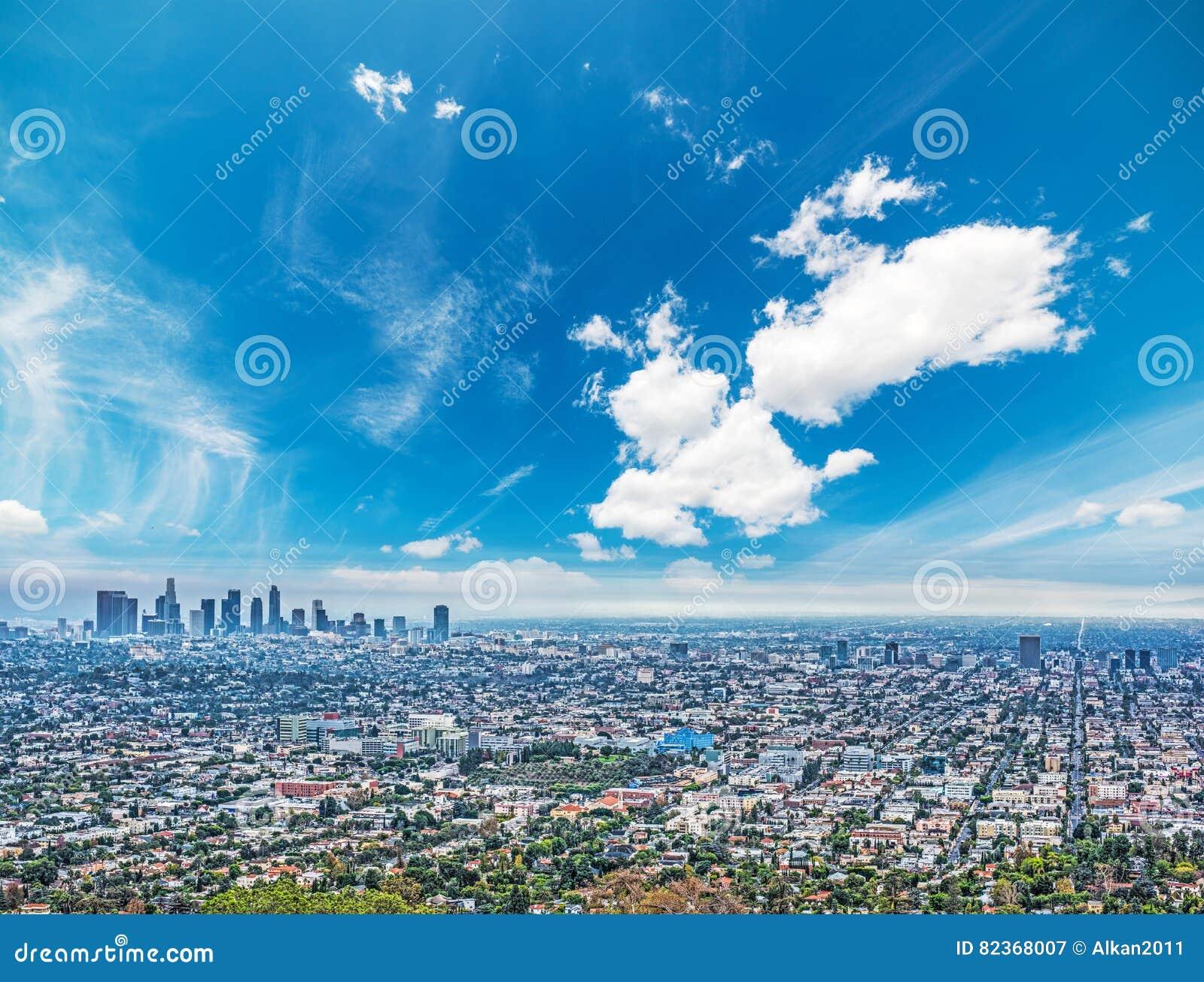 Cielo azul sobre Los Ángeles