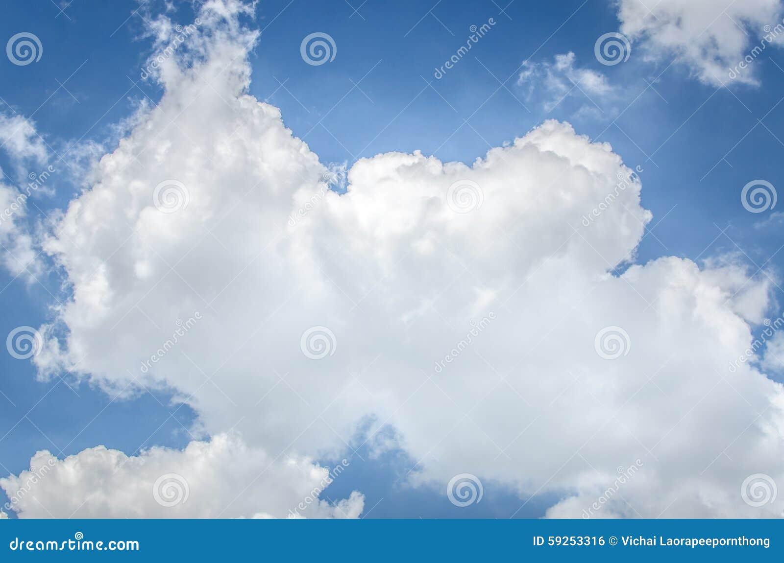 Cielo azul y nubes, usados como fondo