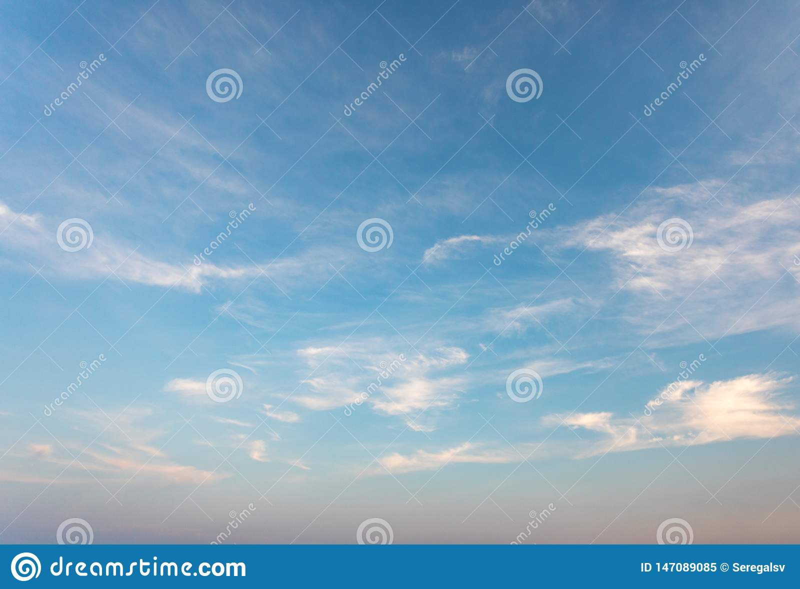 Cielo blu con la nube