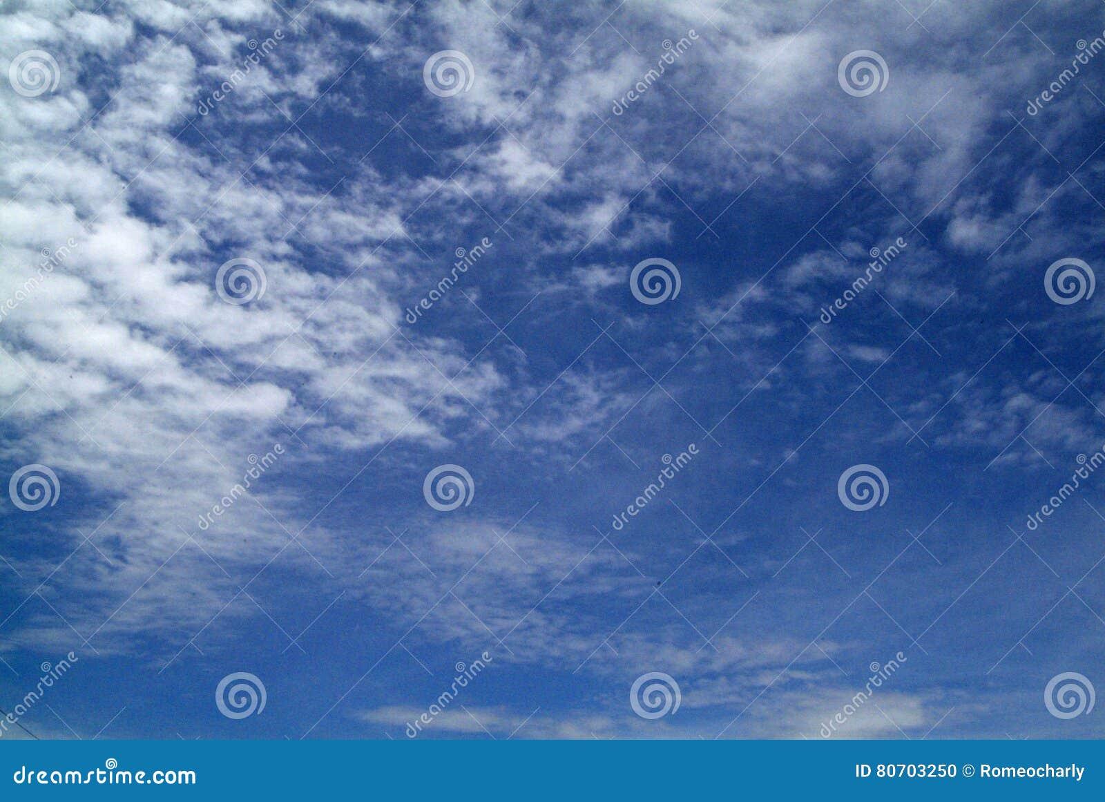 Cielo blu con le nubi