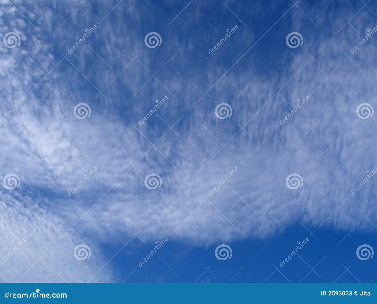Cielo blu e nubi