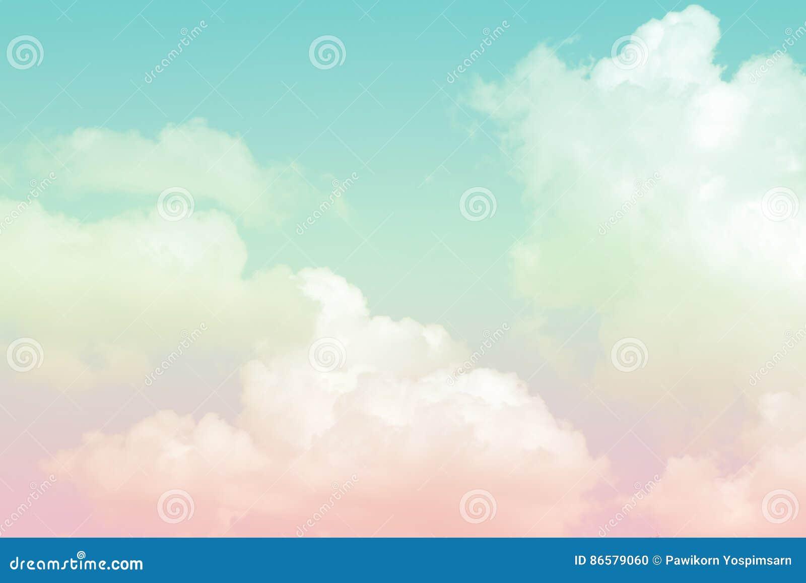 Cielo colorido en colores pastel suave artístico abstracto de la nube para el fondo