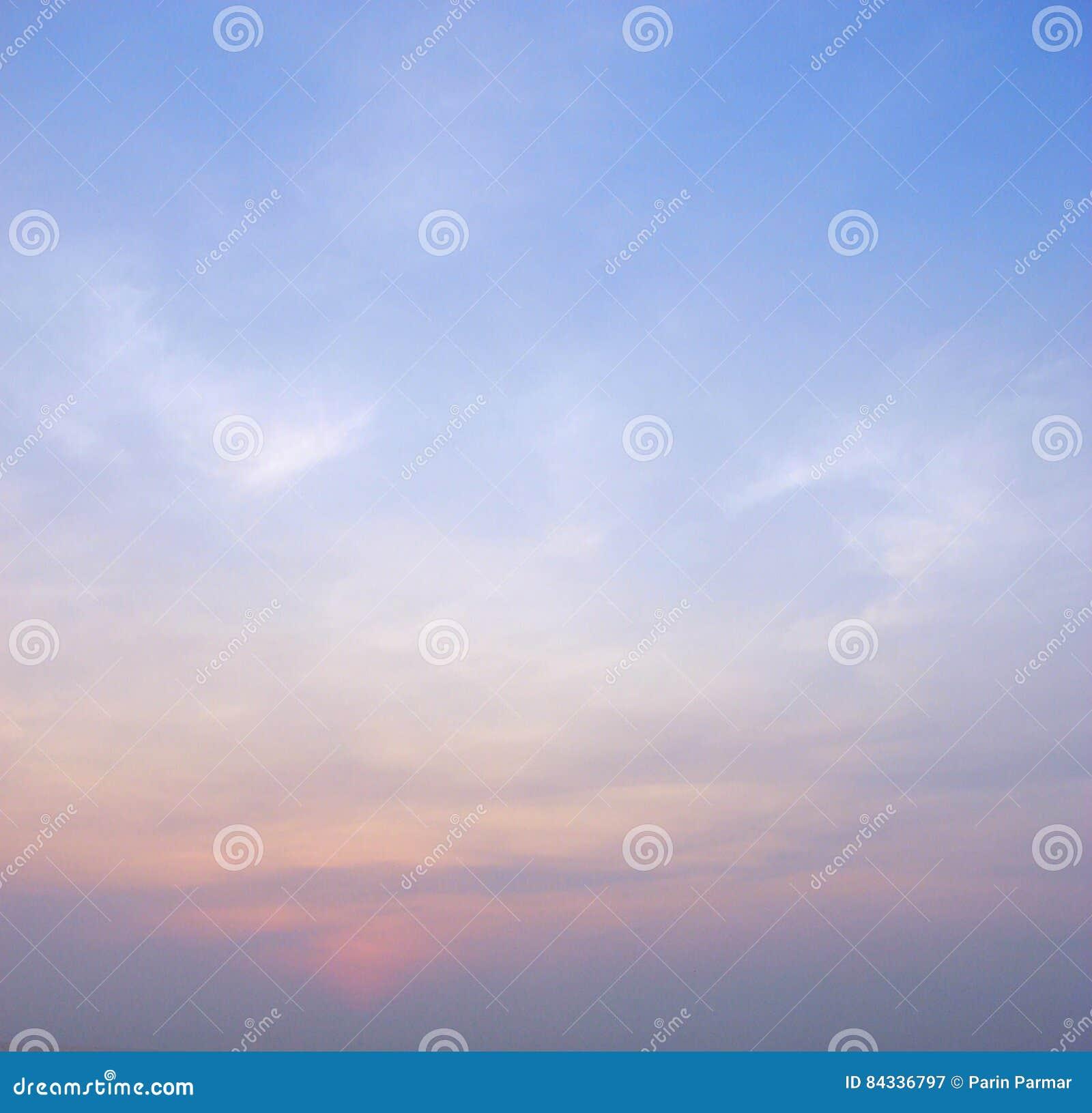 Cielo colorido en el amanecer - fondo abstracto