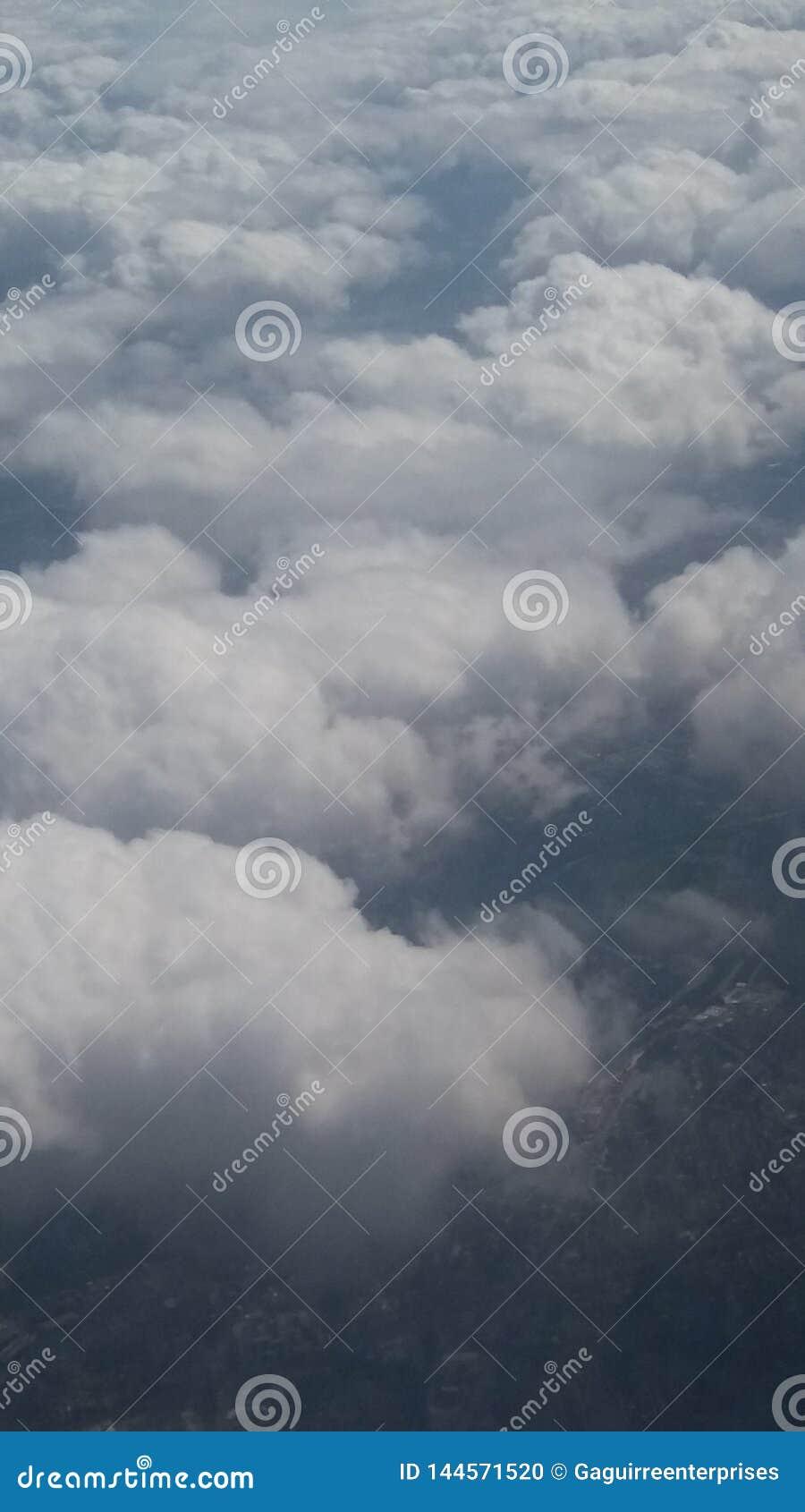 Cielo de las nubes vistas desde arriba