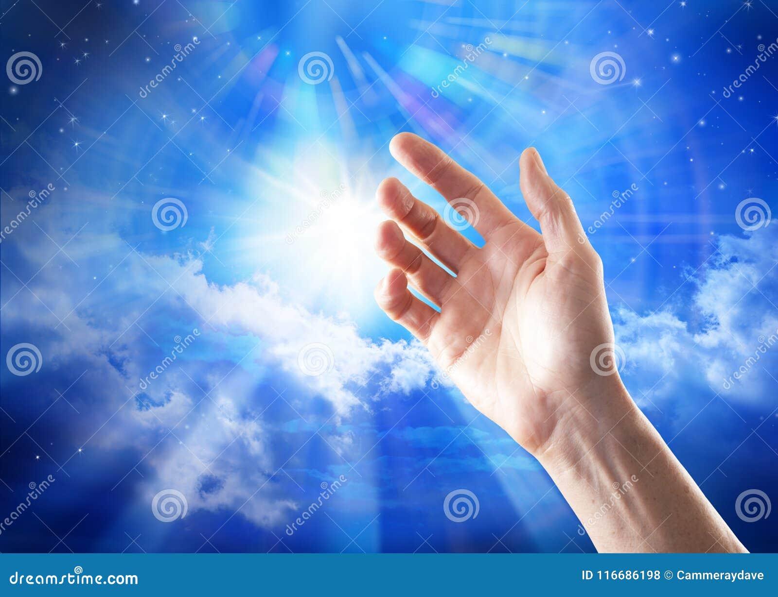 Cielo del significado de dios de la mano de la espiritualidad de la búsqueda