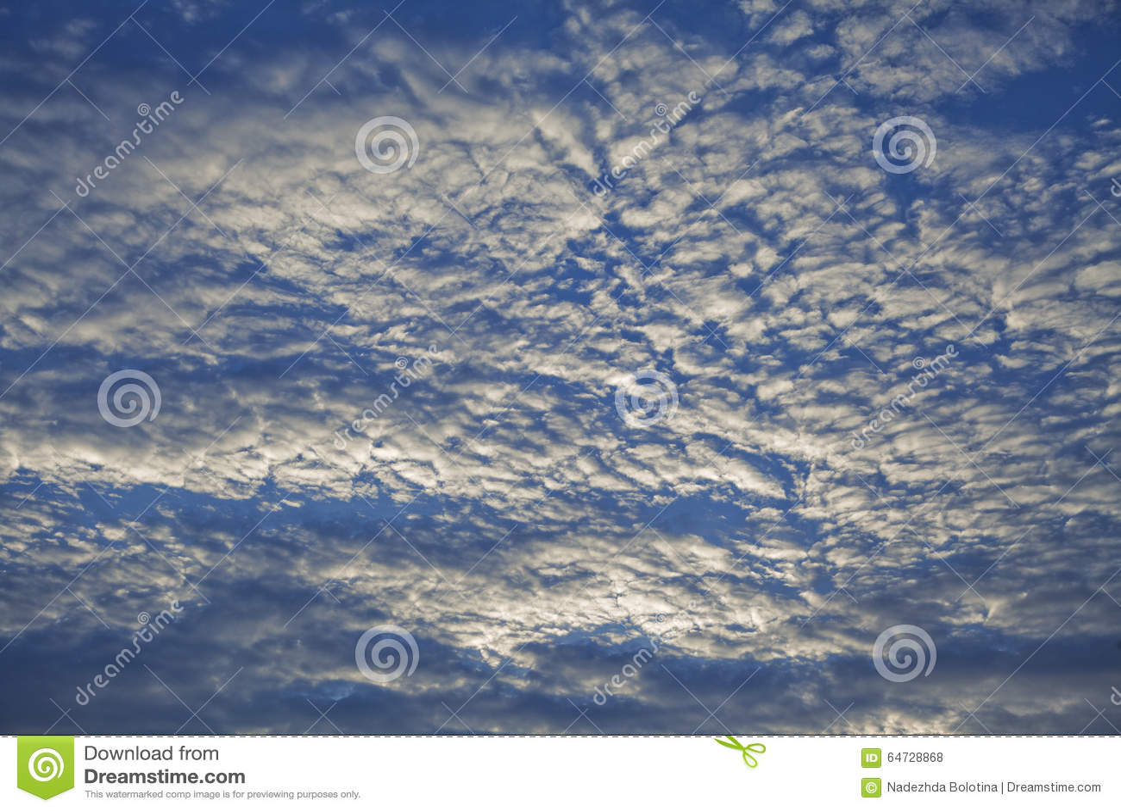 Cielo di sera con le nuvole