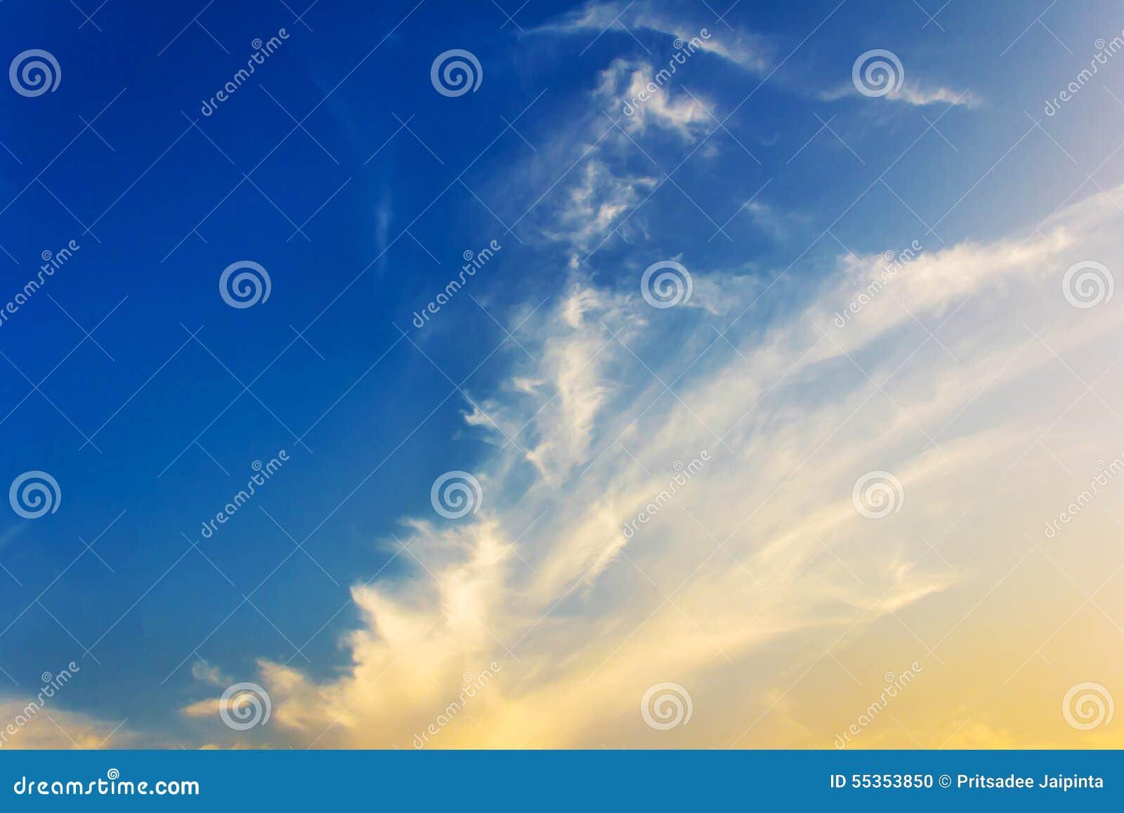 Cielo drammatico di tramonto