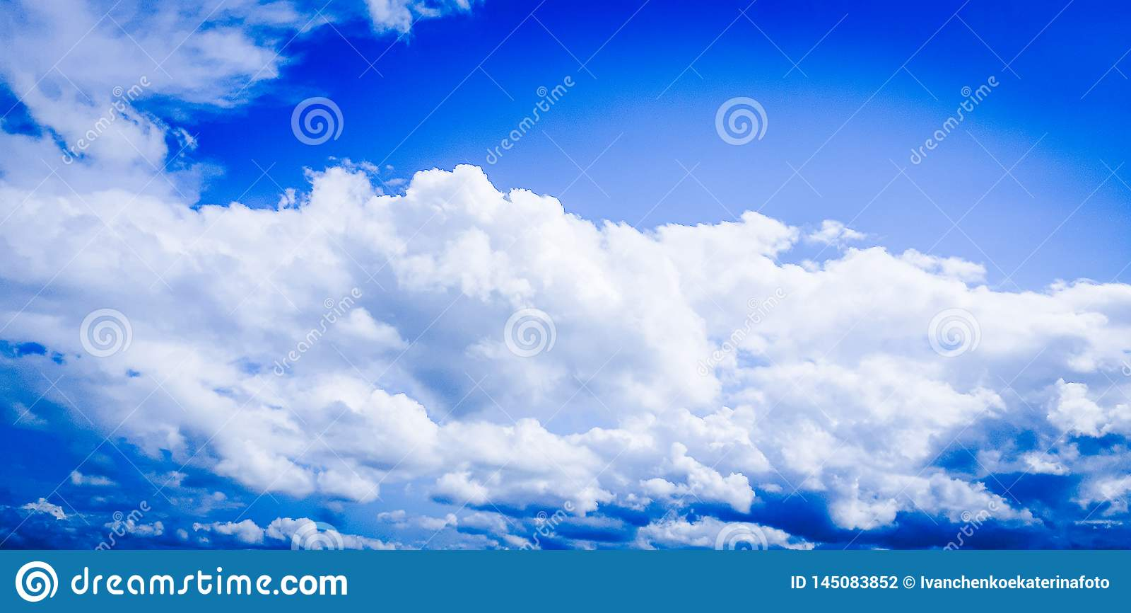 Cielo molto bello e magico con le nuvole!
