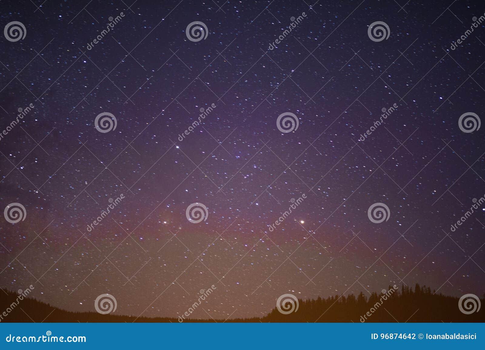 Cielo Stellato D Estate.Cielo Notturno Stellato Di Estate Fotografia Stock