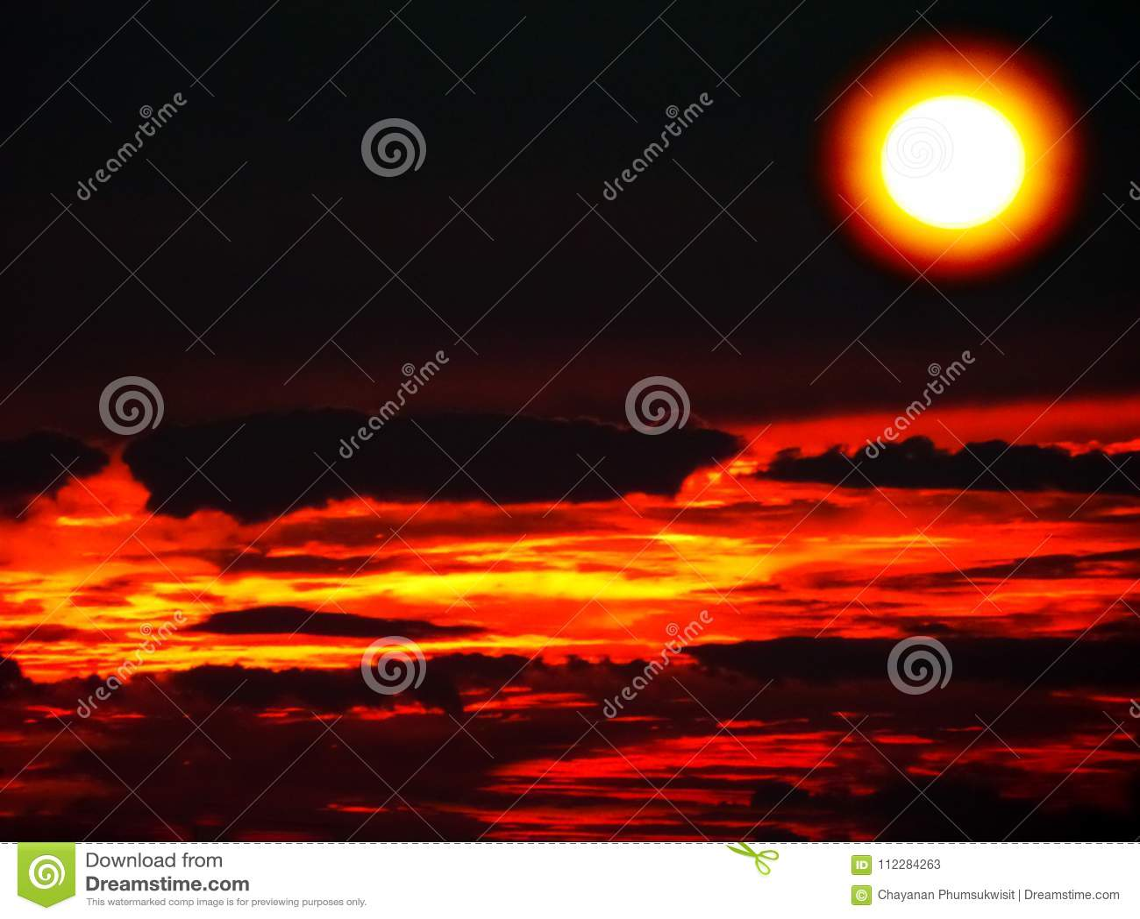 Cielo Rosso Di Notte.Cielo Rosso Di Buio Della Nuvola Di Notte Dell Aurora Di Tramonto