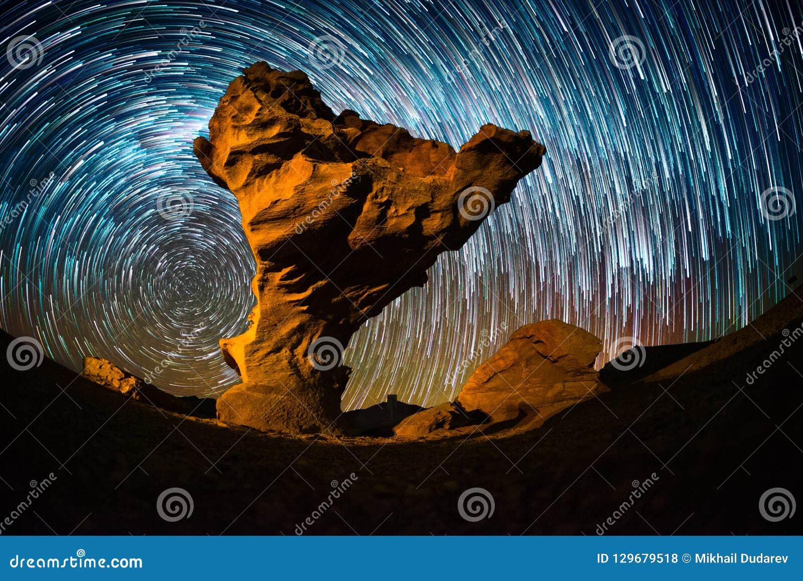 Cielo stellato con le tracce della stella