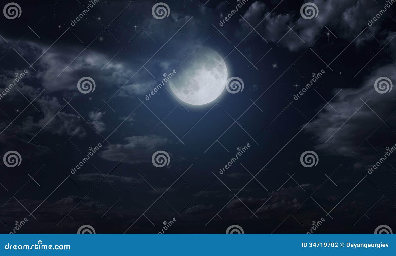 Cielo stellato e luna di notte