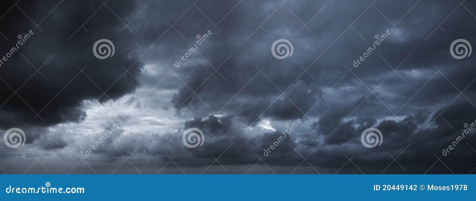 Cielo tempestuoso oscuro