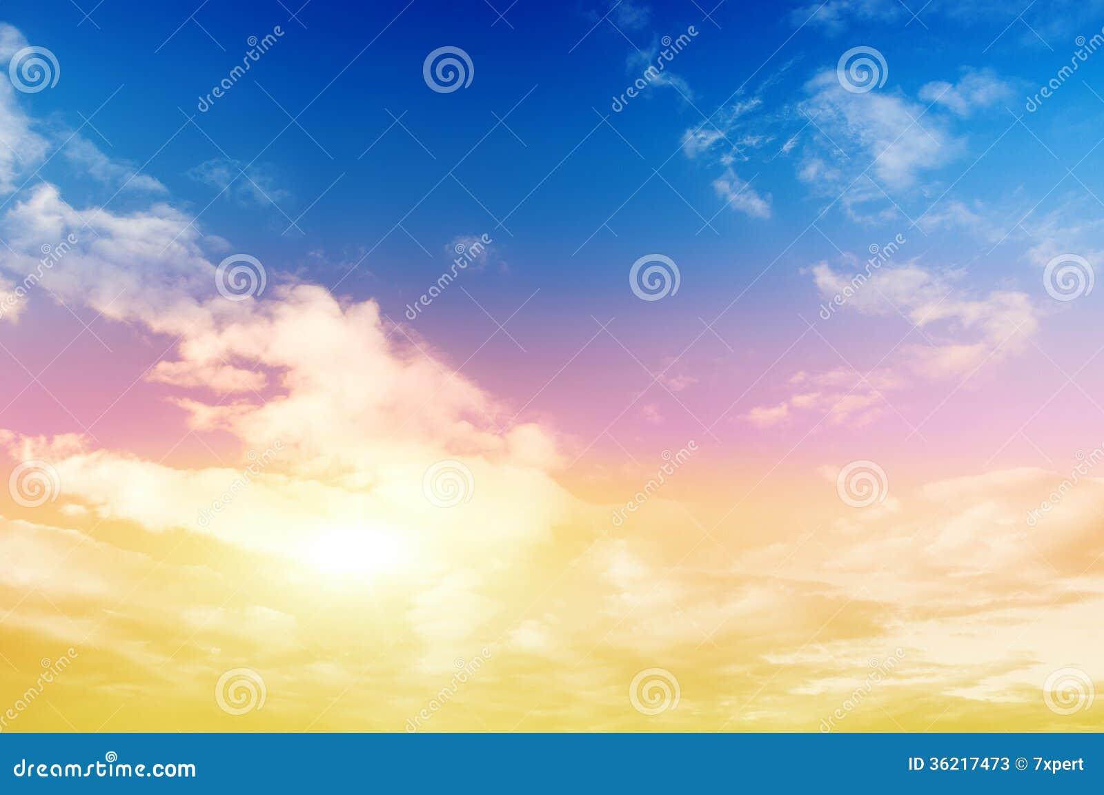 Cielo variopinto e sole