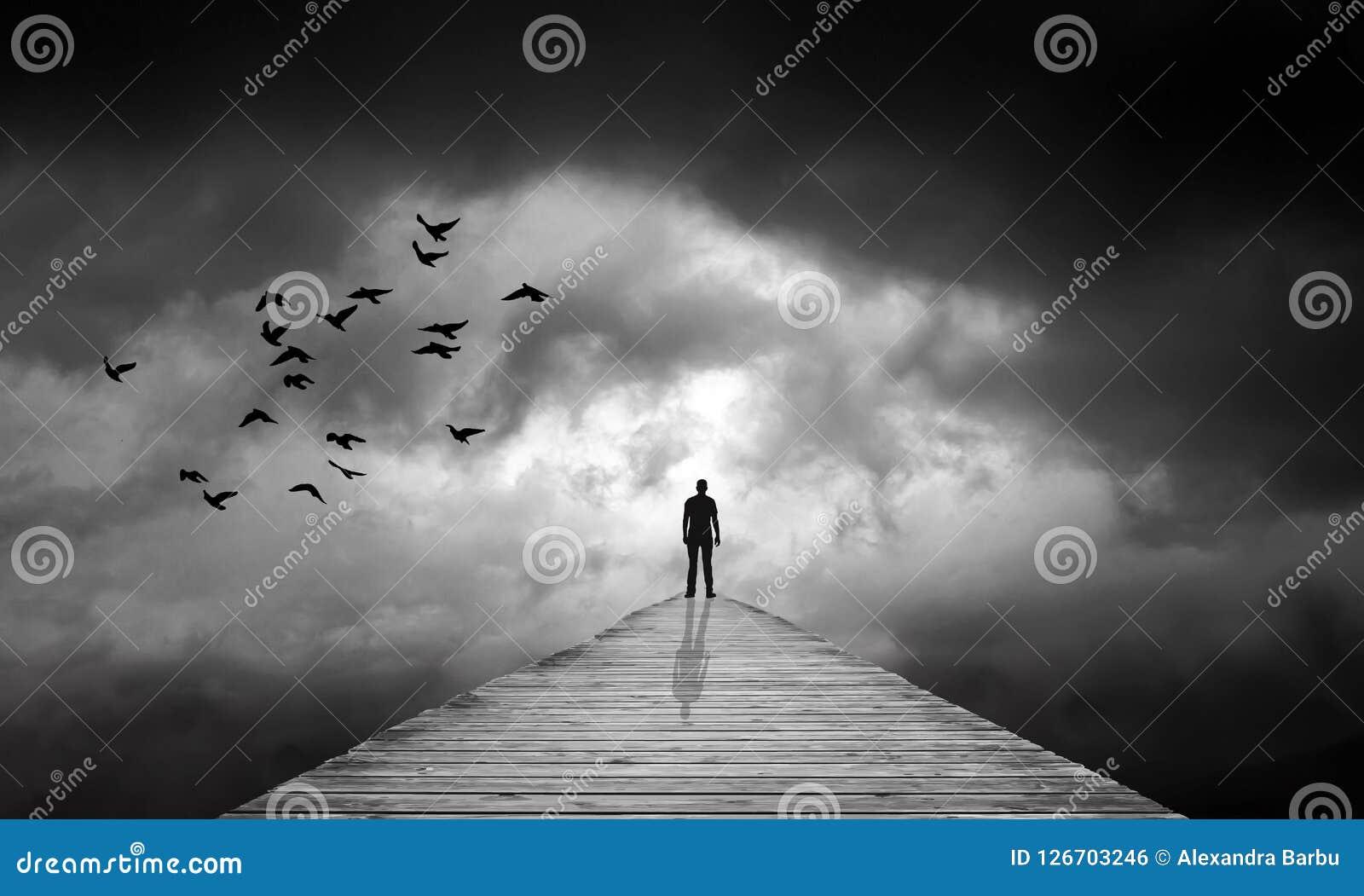 Ciemne chmury, ścieżka nieznane, przeznaczenie, gubjący, odradzanie