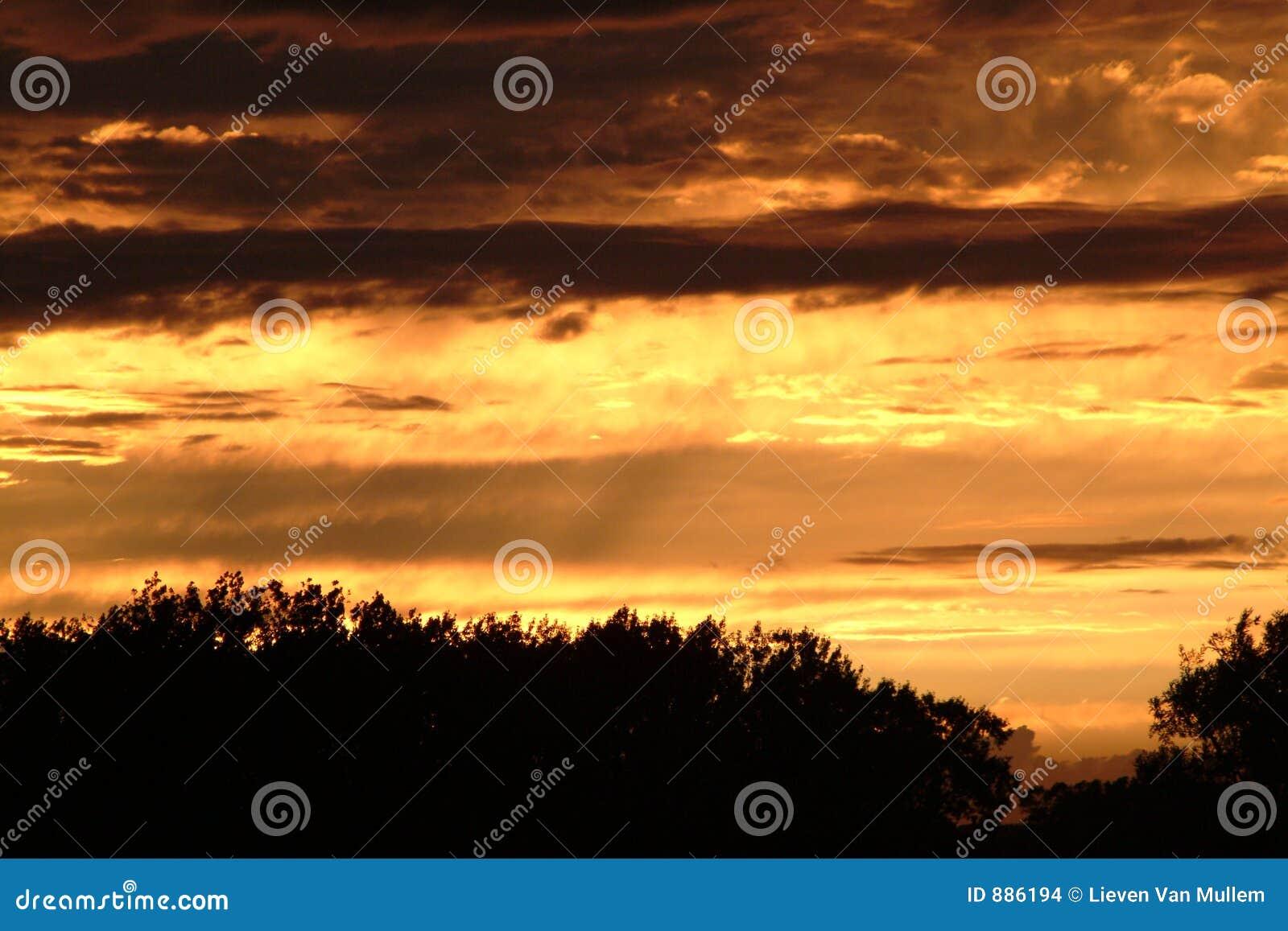 Ciemne chmury słońca