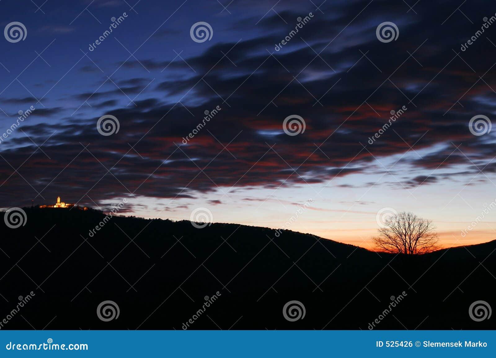 Ciemne niebo zachmurzone