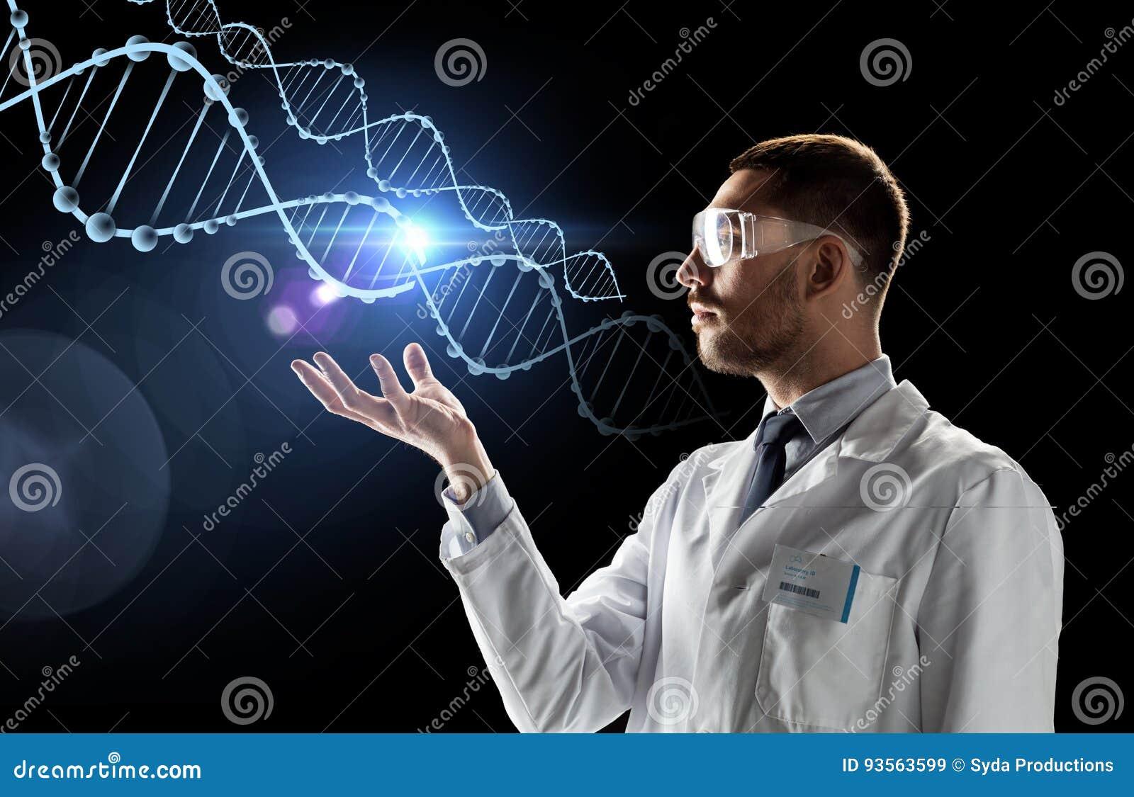 Cientista no revestimento do laboratório e nos vidros de segurança com ADN