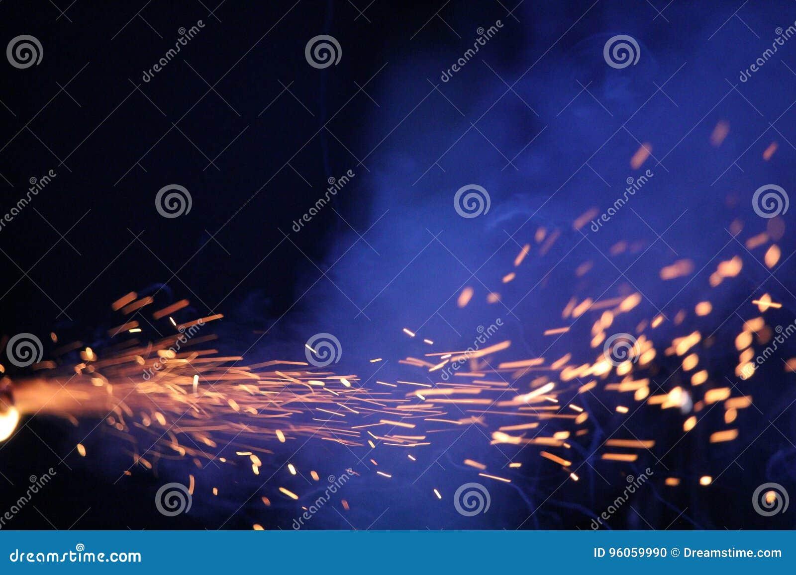Cierges magiques sur un fond bleu-foncé