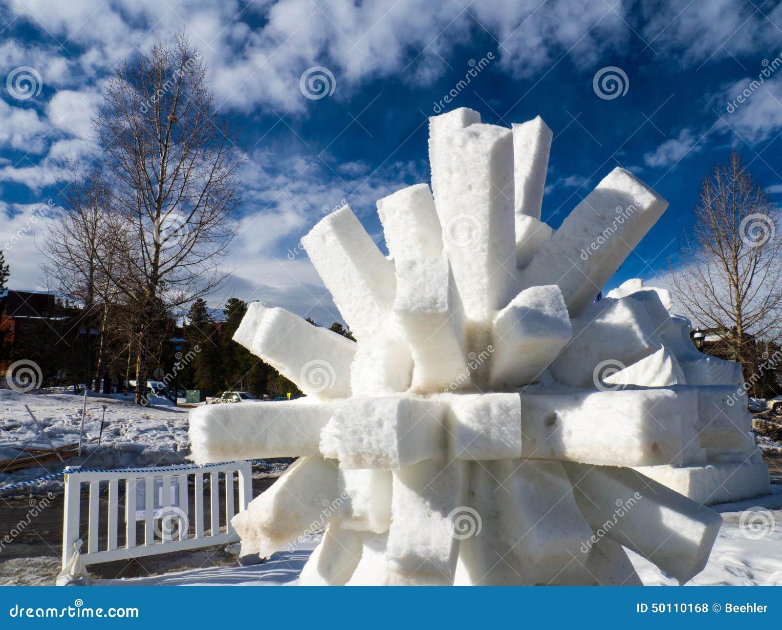 Cierniowata Śnieżna rzeźba