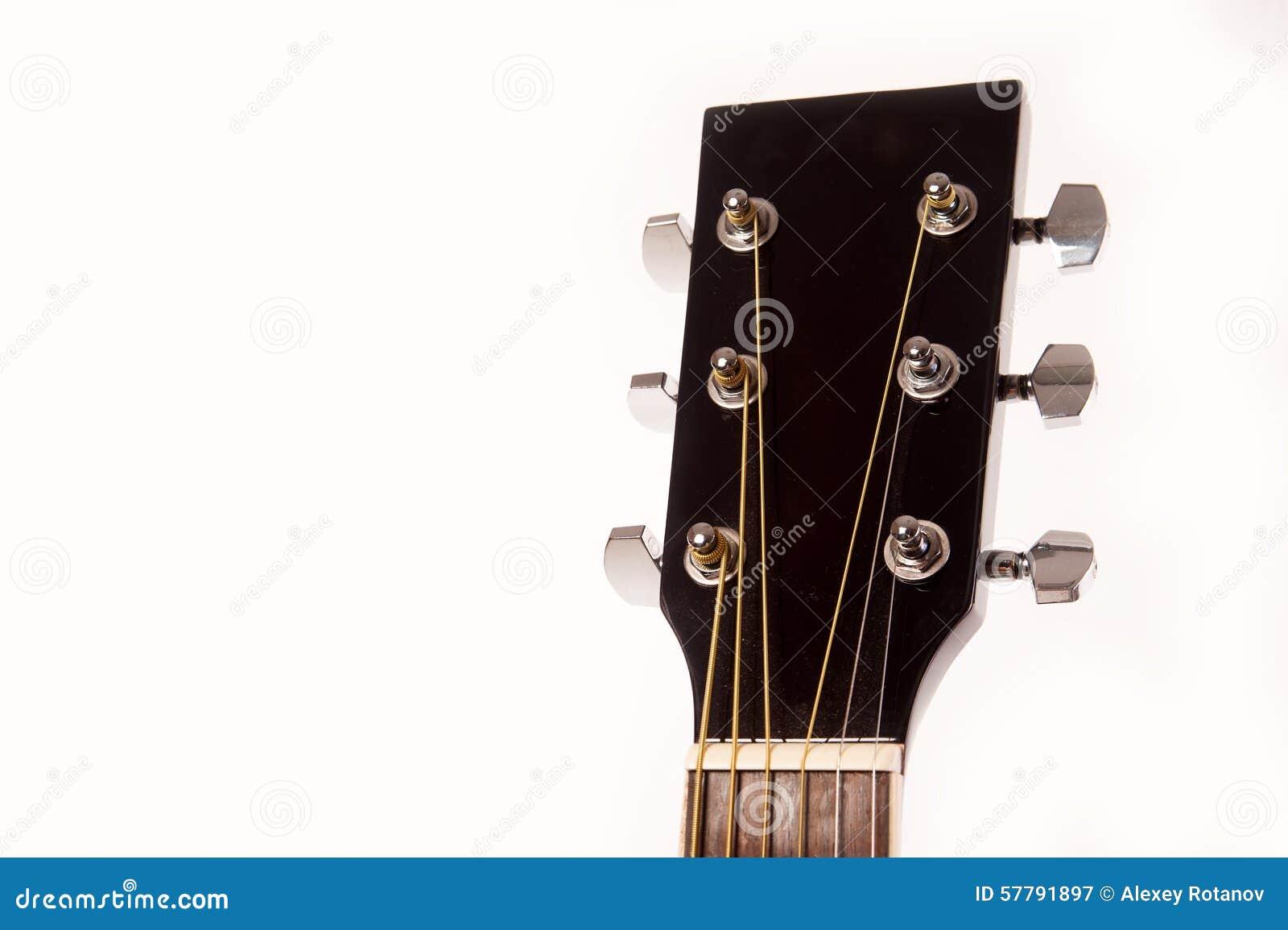 Cierre amarillo acústico eléctrico de la guitarra para arriba aislado en blanco