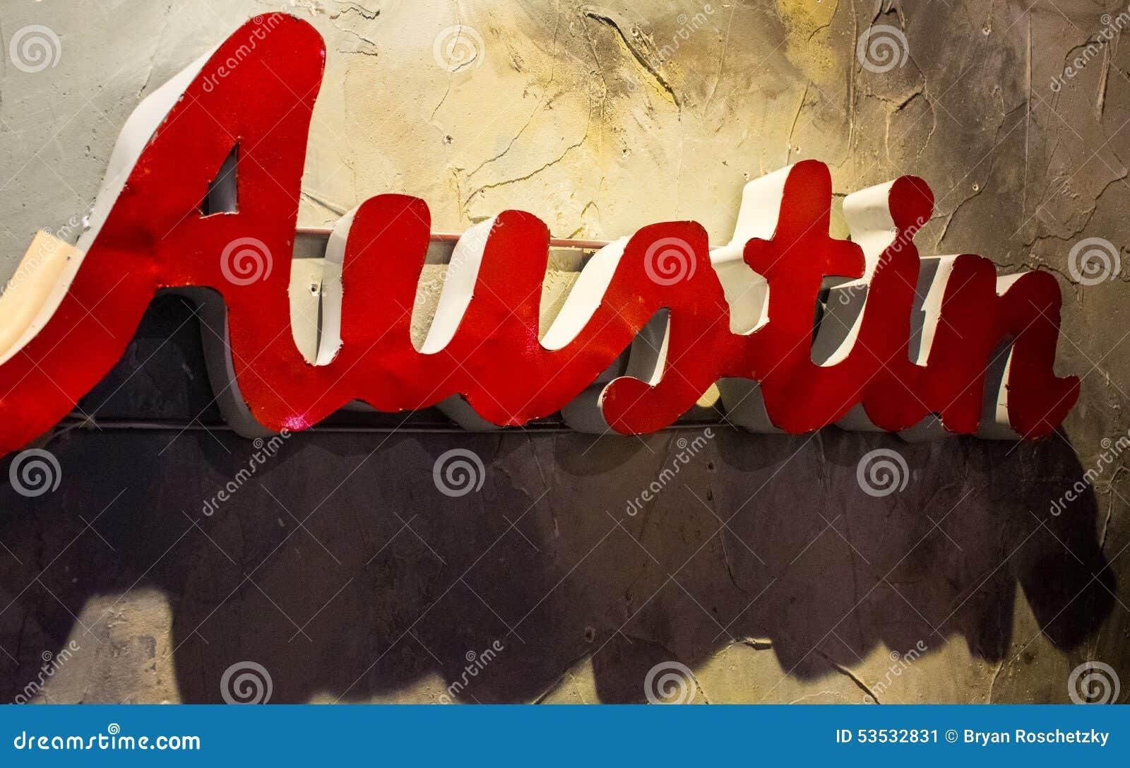 Cierre de Austin Texas Metal Sign Hanging Wall encima del ángulo
