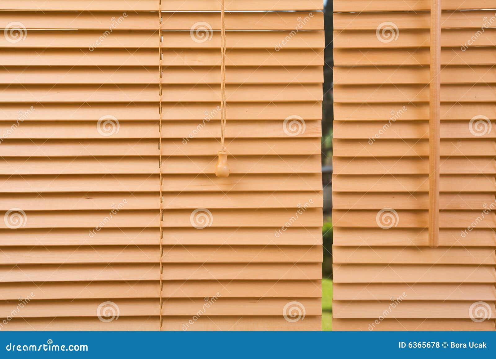 Cierre de madera de la persiana para arriba fotos de - Cierres de madera ...