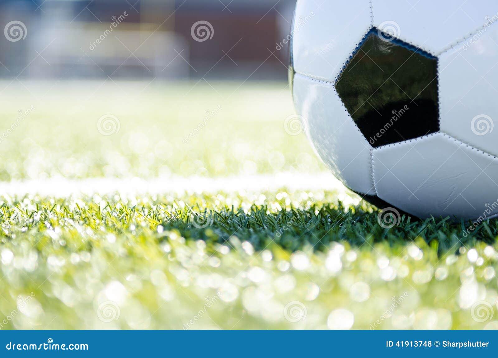 Cierre del balón de fútbol para arriba