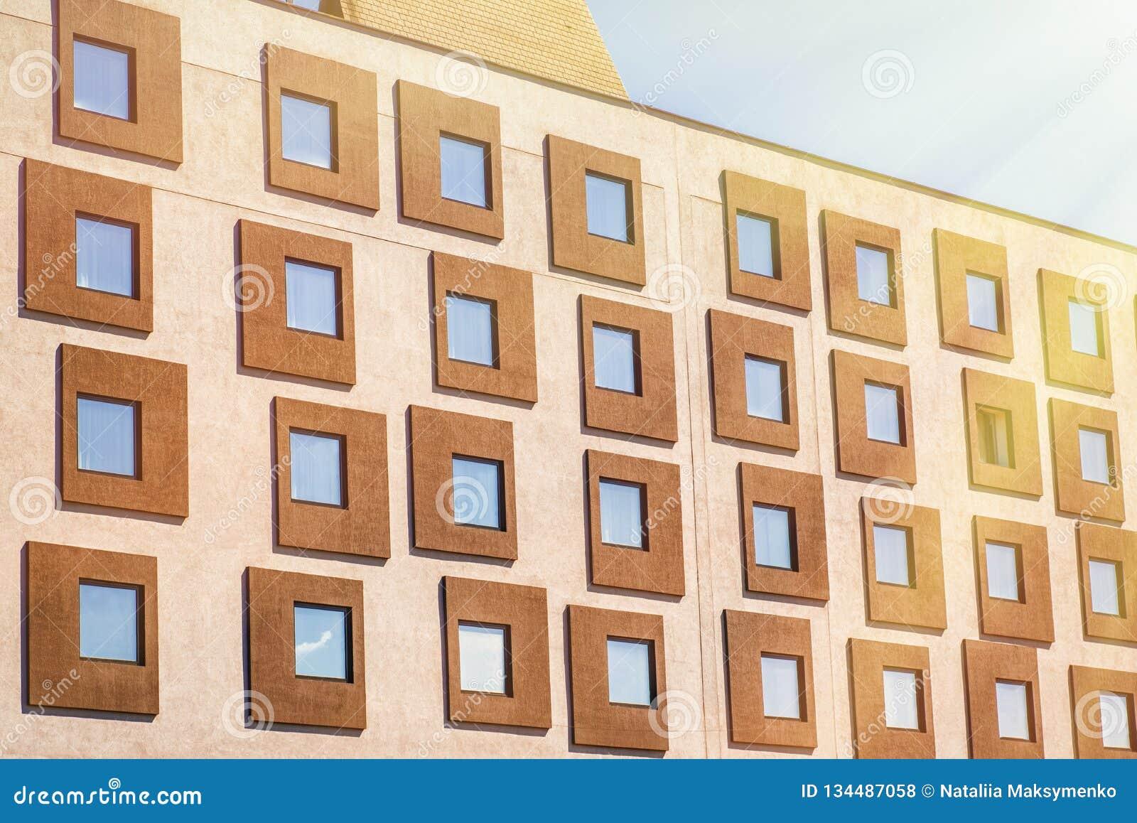 Cierre encima de la torre constructiva de cristal fachada moderna, fondo abstracto, textura ventana financiera de la oficina y de