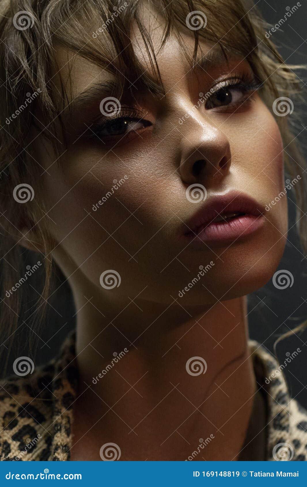 Cierre La Foto De Una Bella Chica Con La Piel Perfecta