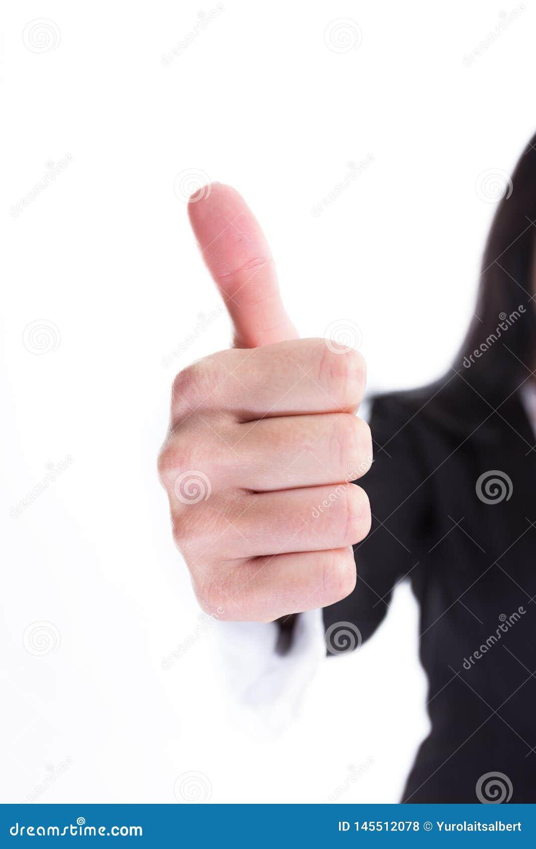 Cierre para arriba Mujer de negocios que muestra el pulgar para arriba