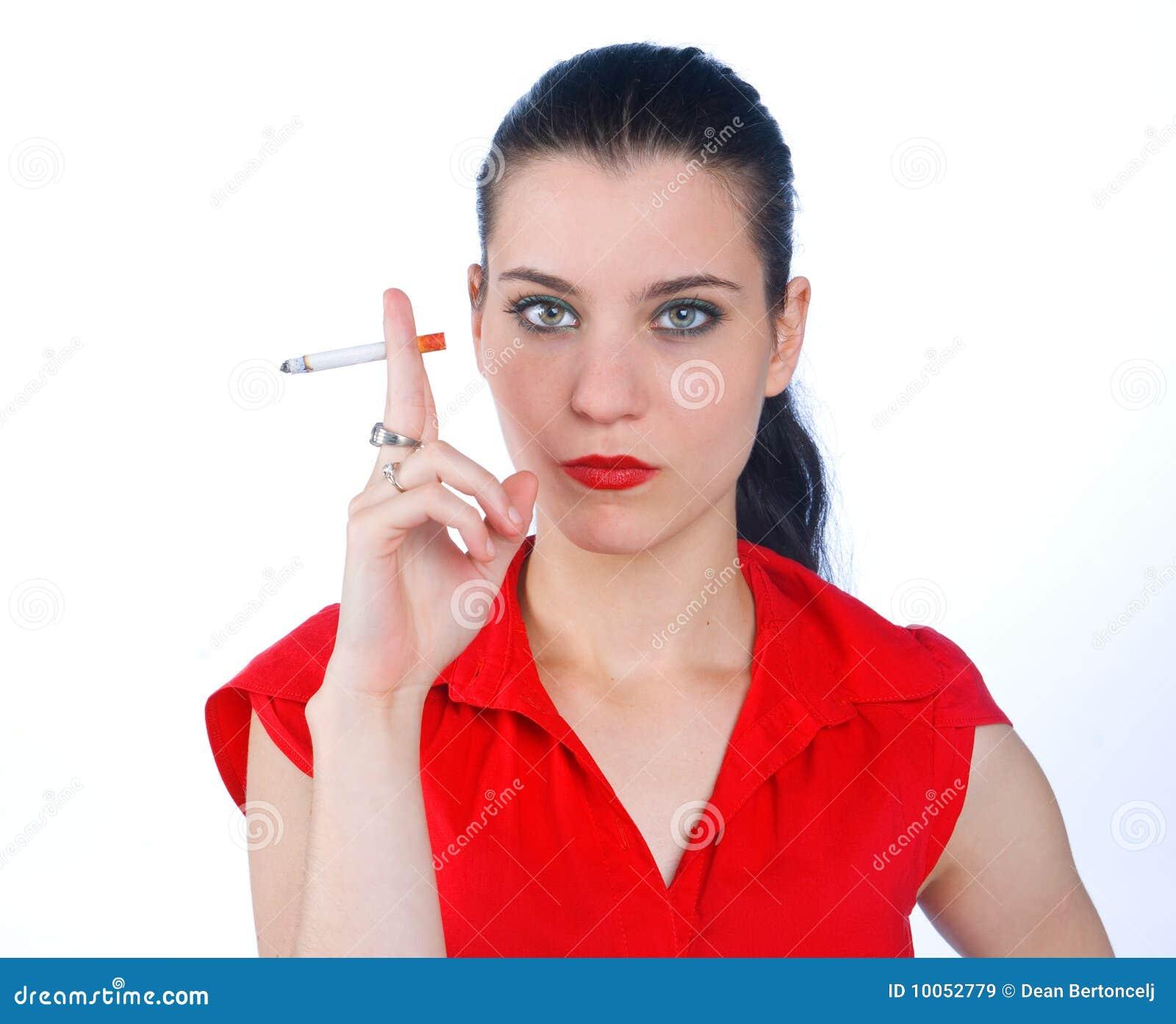 Cigarro de fumo da mulher